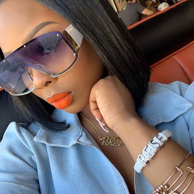 2020 Sunglasses de concepteurs Femme Personnalité Grand Cadre Sous femme Lunettes de soleil de luxe Multi-rivet Personnalité Lunettes de soleil Mode Lunettes de soleil