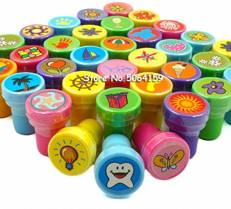 36PCS self-ink Sellos favores de la fiesta de cumpleaños de los niños para los sorteos del cumpleaños regalo juguetes Niño Niña de Navidad Bolsa de Piñata Rellenos KMdk #