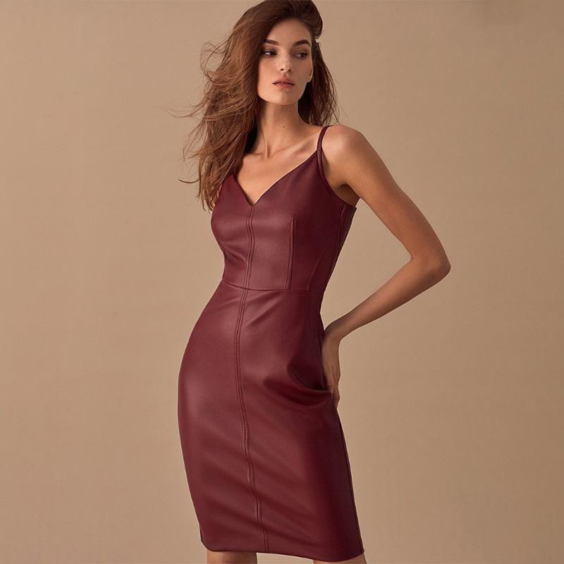 Frauen Sexy V-Ausschnitt Leder Spaghetti Strap Kleid Backless Solid Elegante Party Kleid Winter Neue Mode Lässige Kniekleider LY17