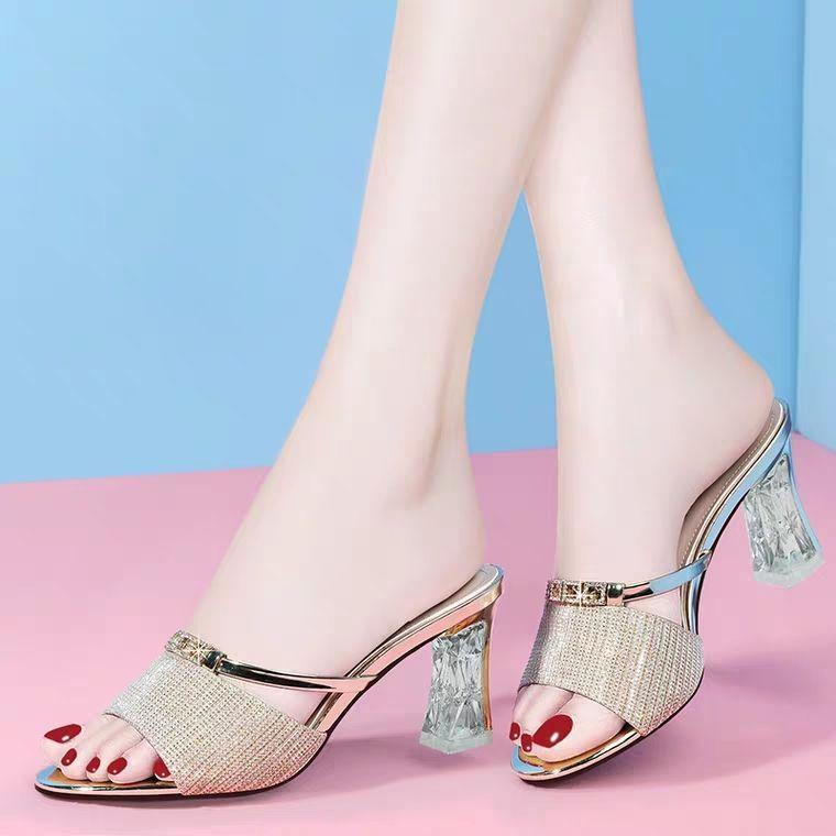 mulheres fora usar o novo verão 2020 Joker han edição de moda grossa com sexy peep-toe chinelos legais diamante