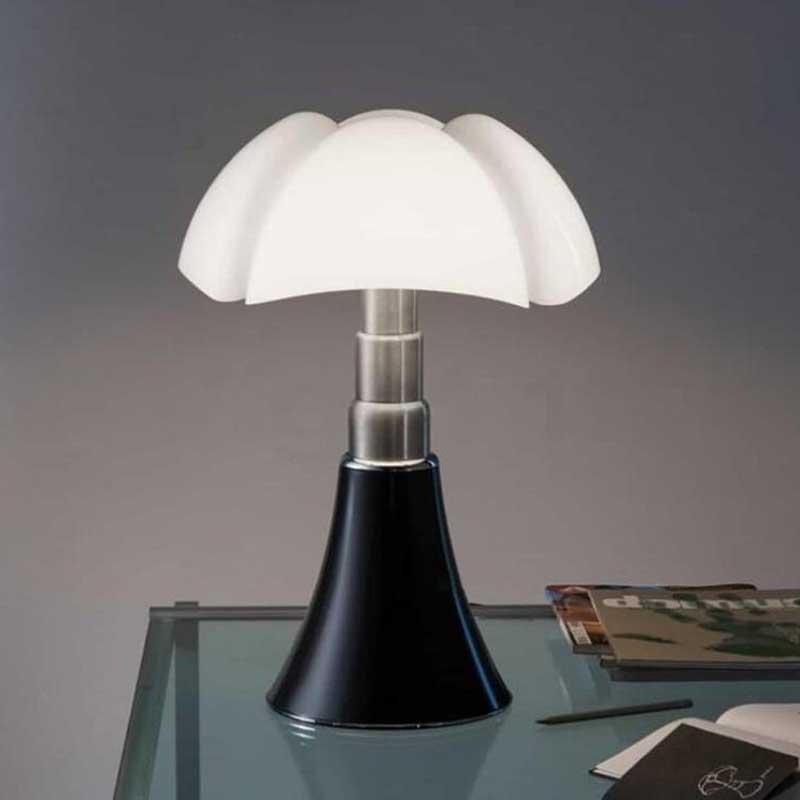 Nordic italiana Designer Pipistrello Lamp Art Designer lampada da tavolo, bianco vetro Lampada da tavolo, Comodino Camera Albergo luce di notte
