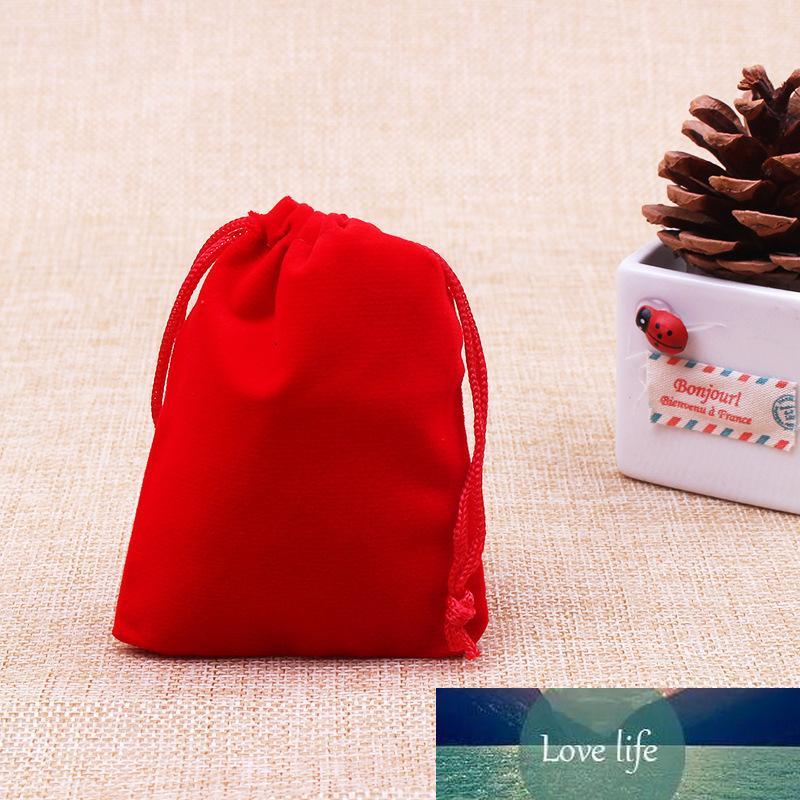 100 pcs / sac rouge bijoux emballage sac en velours 7x9cm Sacs Bijoux Drawstring Nouvel An de fête d'anniversaire de mariage de Noël sac-cadeau
