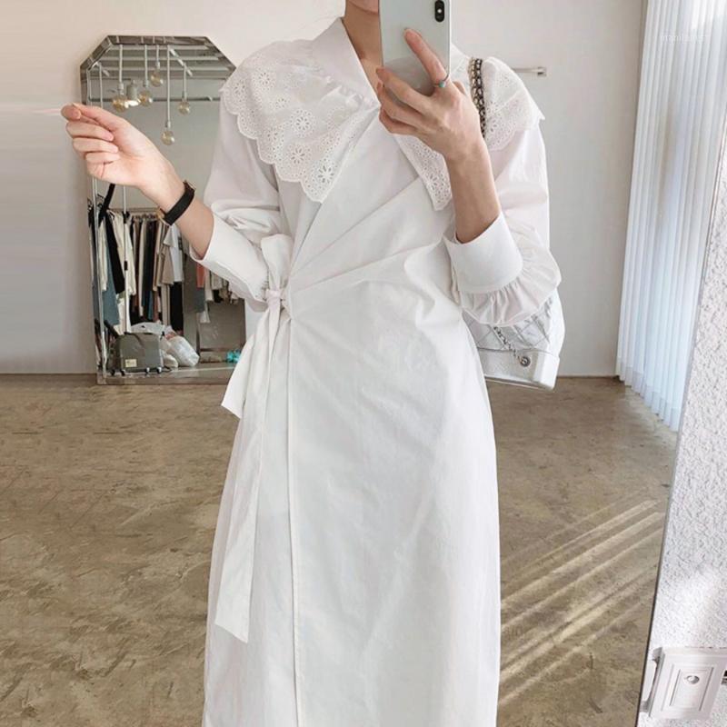 2020 Осенние новые дамы сплошные V-образные вырезывающие кружева сшивающие боковые кружева цельные с длинным рукавом середины теленка высокая талия рубашка платье1