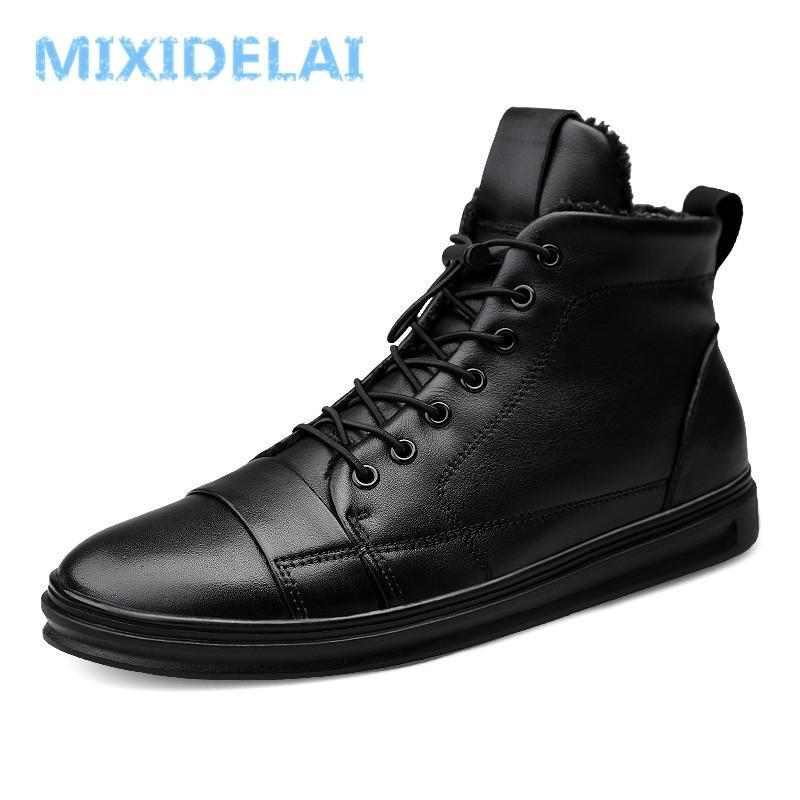 Nuove grandi dimensioni Scarpe da uomo di alta qualità Uomo in vera pelle Stivaletti Stivaletti moda Black Shoes Winter Uomo Boots Scarpe calde con pelliccia 201204