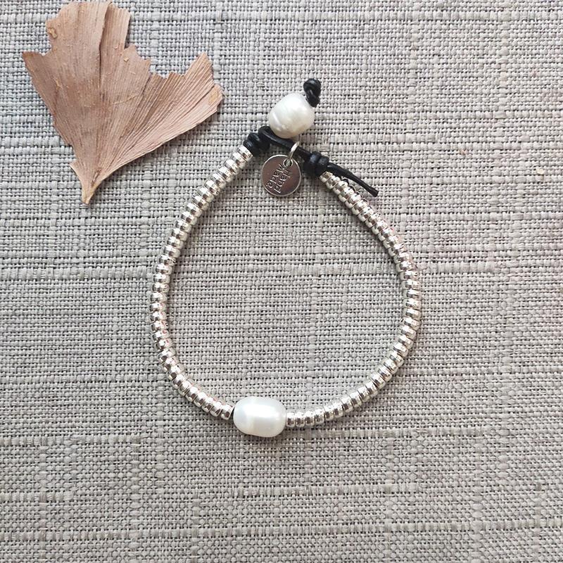 Charme Armbänder Handmade echte Perlenperlen Armband Mode Geknotete Leder Arm Dekoration Schmuck Mann Frauen Silberfarben Zubehör 2021