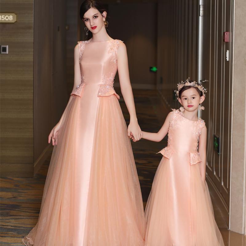 الأسرة مطابقة تتسابق الأمومة ثوب الأم و لي ملابس الطفل الأم ابنة فساتين الزفاف زهرة الدانتيل الفتيات للحزب أمي الأطفال