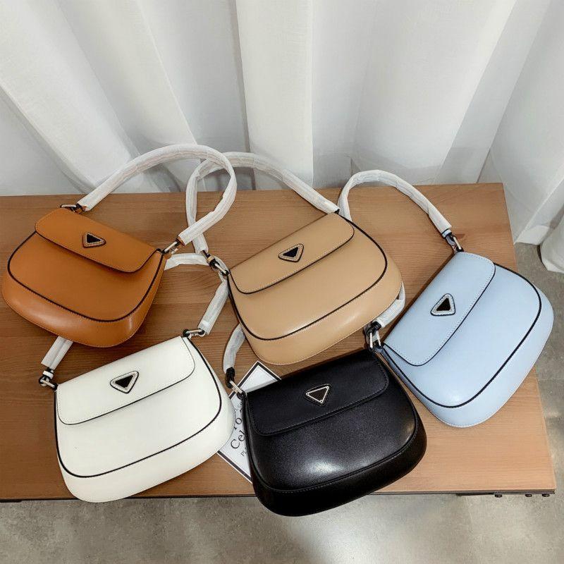 Moda mulheres luxo shell sacos designers bolsas bolsas senhora baguettes ombro único com triângulo tamanho pequeno fofo hobos de alta qualidade saddles pd20123101