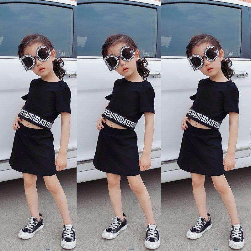 INS GIRLES SUIT OUTFITS 2020 NOUVEAU Bébé Kids Lettre T-shirt à manches courtes imprimées + Jupes noires 2pcs style dame enfants ensembles A2920
