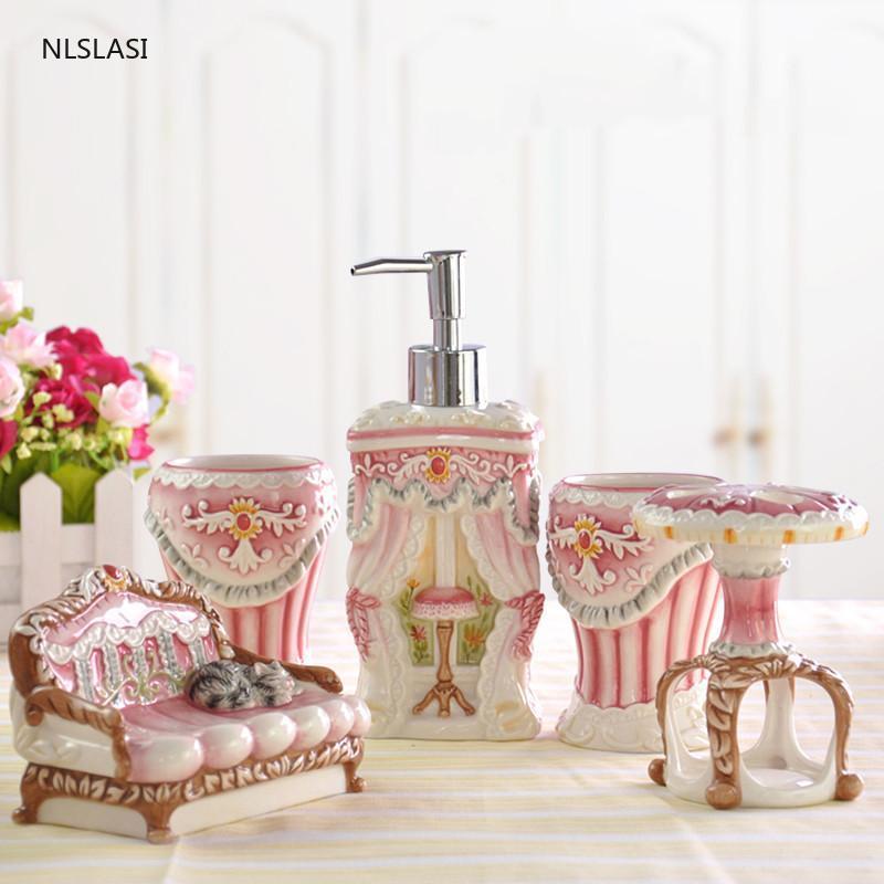 5pcs / Set Céramique Salle de bain Ensemble de salles de bains Savon Distributeur de savon Couple Couple Gargle Coupe de brosse à dents Savon Disque à laver Cadeaux de mariage