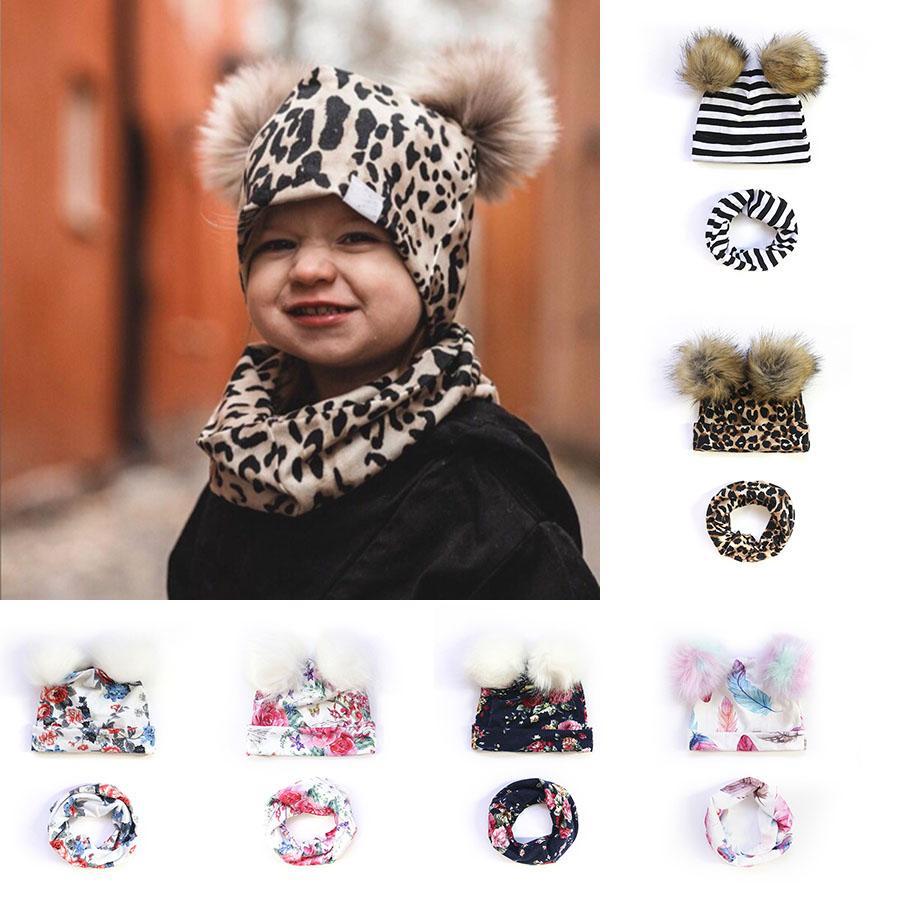 Bébé Chapeaux mignon nouveau-nés enfants de filles de garçon d'automne d'hiver Double Hairball Pom Chapeaux bavoir écharpe Ensemble léopard floral rayé Bonnet Cap M2918