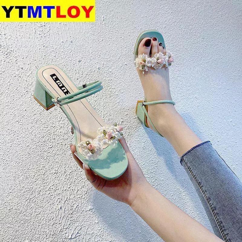 2021women Sandales en cuir d'été classique Med Chunky Square Heels Pompes Open Toe Boucle Femelle Fête Chaussures de soirée Cross-Strap Floral # GC0x