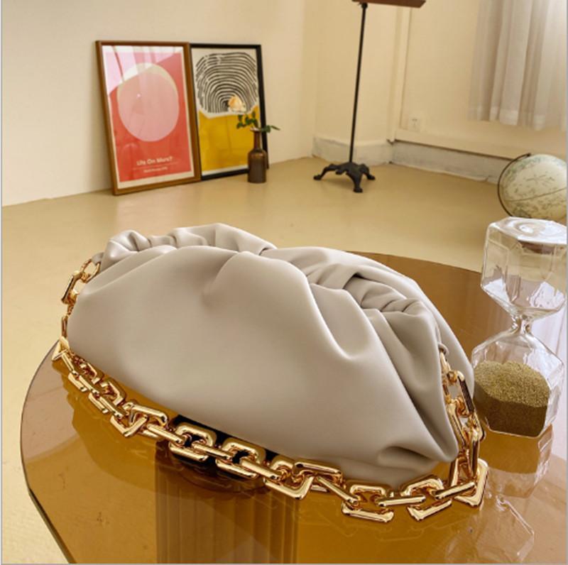 Nuevas bolsas de bolsas lisas Bolsas Berkin Cadenas de cuero Hombro Metálico Soho Bag PU PUACH DICKY0750 Silla de madera frontada Bolsas de lona suave Dainb