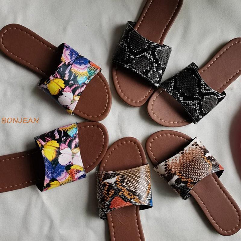 Тапочки Летняя искусственная кожа женские змеиные печать шить мягкий нижний плоский пляж слайды женские тапочки женские туфли большой размер