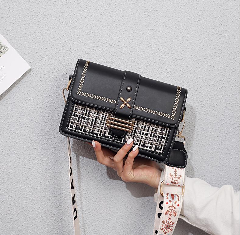 2021 Sıcak Satmak Messenger Çanta Geniş Kayış Messenger Çanta 2 Makale Kayışı Messenger Çanta İşlemeli Metal Ücretsiz Shippin