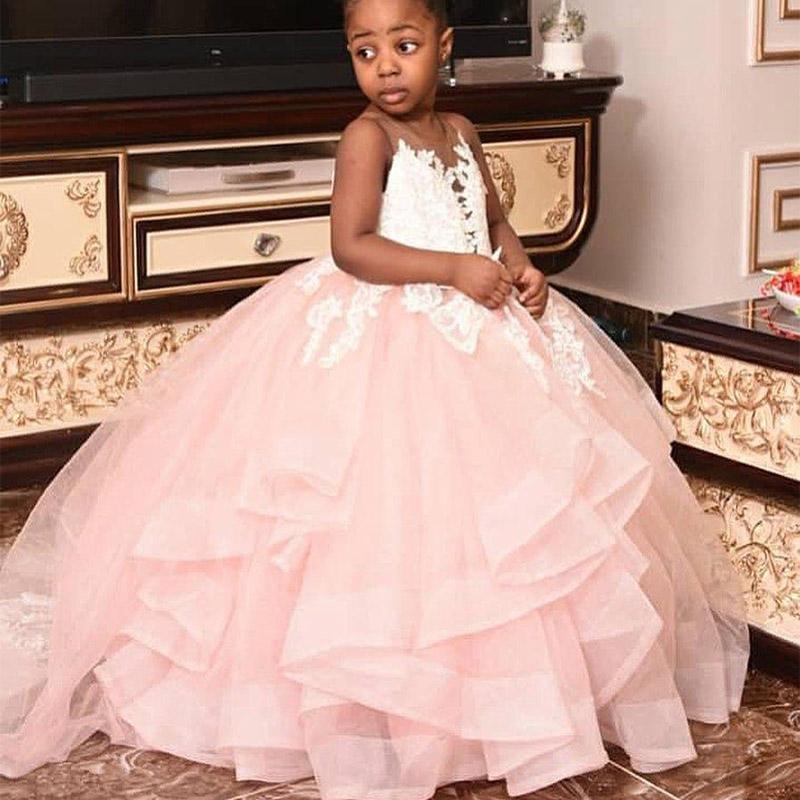 2020 rosa vestidos de niña de encaje transparente cuello Niveles de bola del vestido de la niña vestidos de boda baratos del desfile de vestidos de los vestidos de comunión