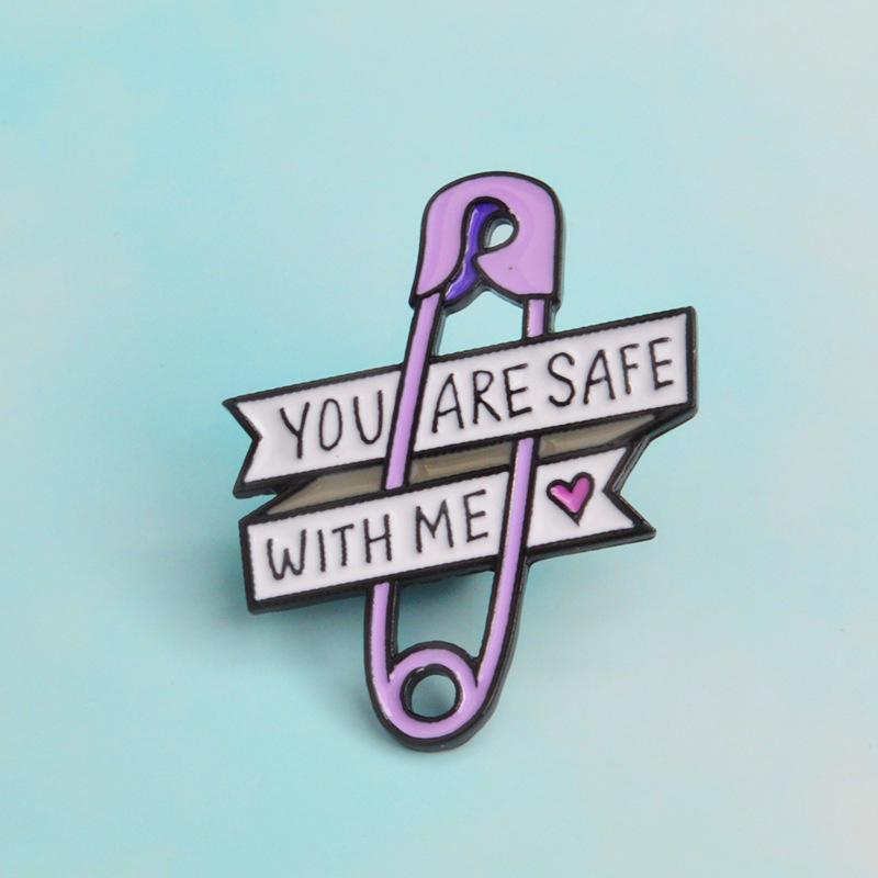 Мультфильм защитный штифт фиолетовый бумага клип сердца вы в безопасности со мной брошь для девушки для девочек мальчики мальчики малыш шляп рубашка платье лацковицы рода ювелирные изделия 0108.
