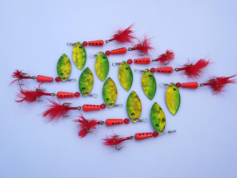 30PCS / صيد السمك الكثير السحر ملعقة سبينيربايت 7.7g