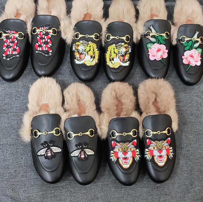 Designer de luxo Mulheres Verão Princetown Lace Velvet Chinelos mulas Loafers de couro genuíno Bees Flats com fivela Padrão Cobra F013