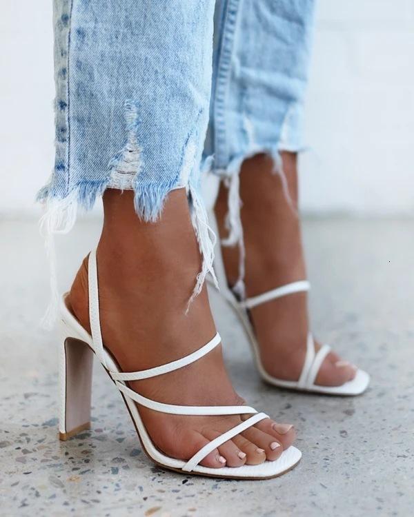 2021 Neue Frühling und Sommer Mode Lässig Aushöhlen Feste Farbe Slim Gürtel High-Heeled Sandalen Frauen