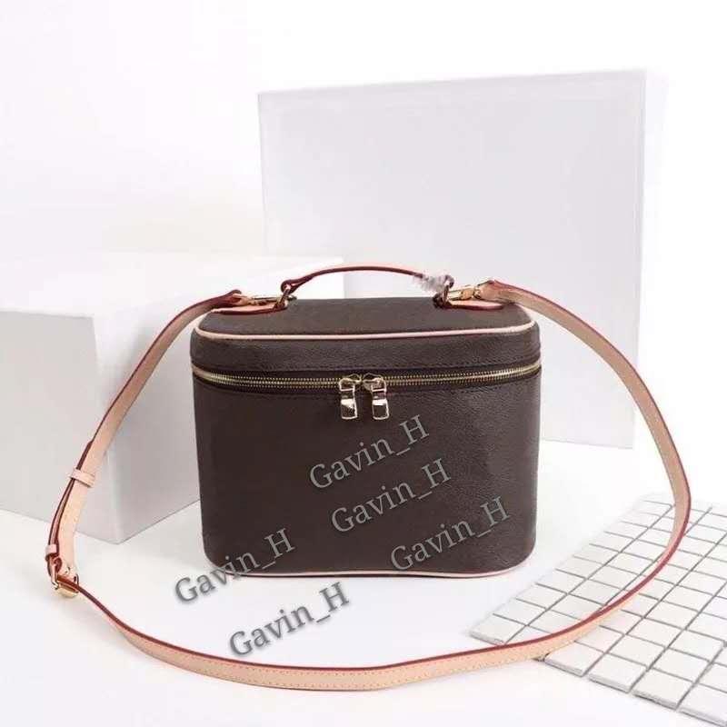 새로운 Luxurys 전문 여성 대용량 메이크업 패션 화장품 가방 저장 상자 휴대용 메이크업 가방 디자이너 어깨 가방