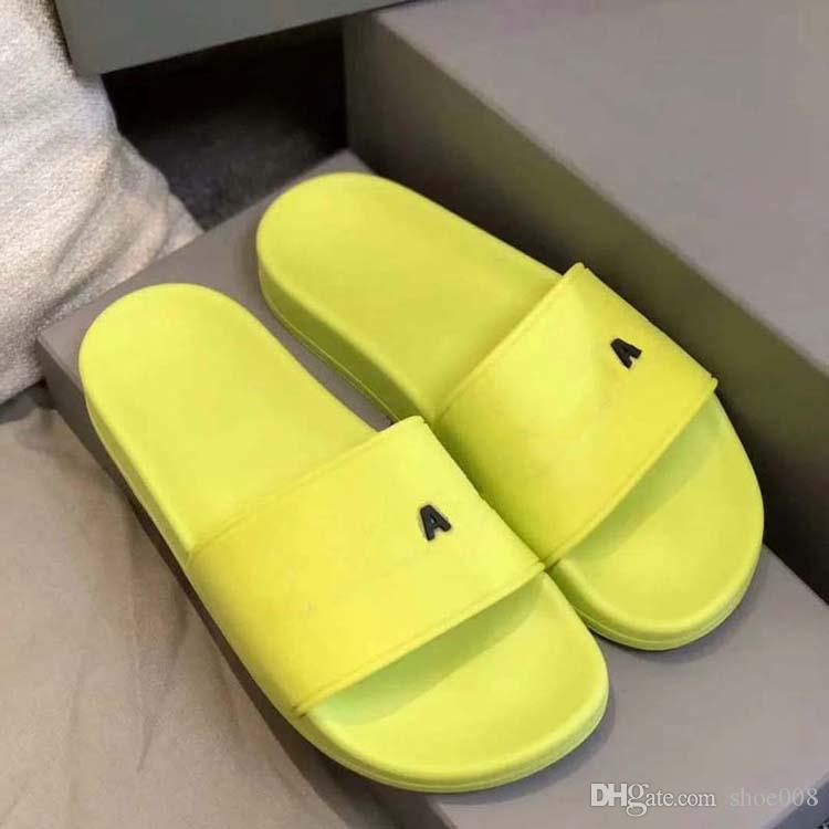 2021 Hommes de haute qualité Femmes Sandales en caoutchouc Été Sandales Beach Slide Fashion Scuffs Pantoufles Chaussures d'intérieur Taille EUR 35-45 avec boîte de chaussures008 02