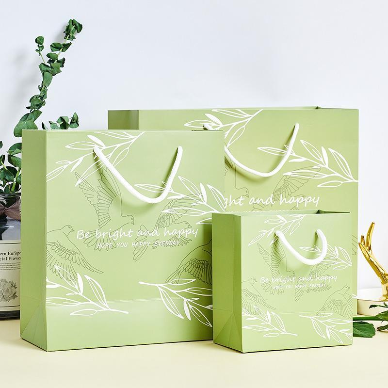 أكياس هدية مع مقابض الأدب حقيبة يد كيس من الورق للهدايا سعيدة تفضل حفل عيد ميلاد هدية حقيبة التعبئة والتغليف مربع عيد الميلاد