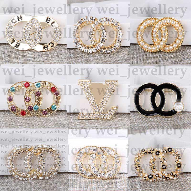 New Jewelry Designer Broche Famosa letra Diamante Broches Pin Tassel Mujer Broche Ropa de Moda Decoración Oferta Especial
