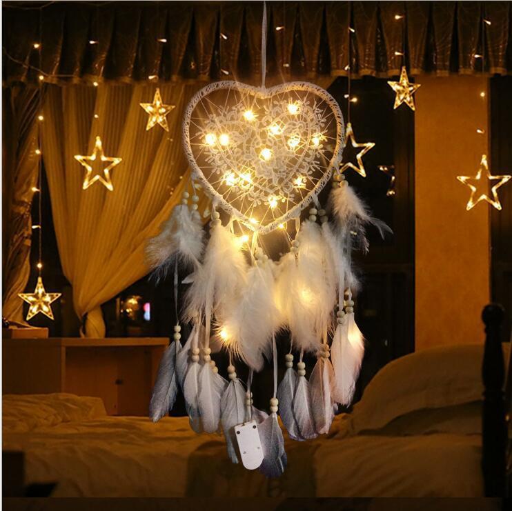 Dreamcatcher LED 가벼운 소녀 심장 Dreamcatcher 패션 깃털 드림 포수 펜던트 벽 교수형 룸 장식 짠 레이스 DHE3889