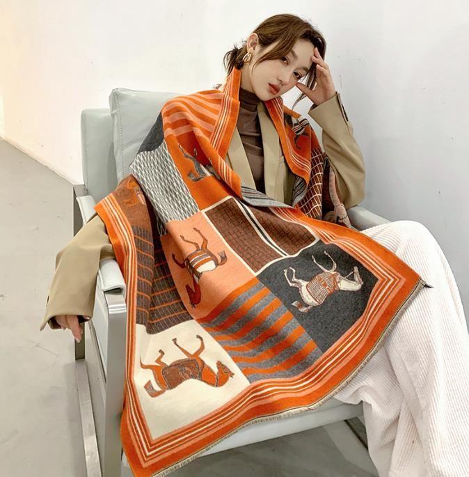 2020 Зимний шарф Женщины Кашемир шарф Новая мода Теплые Foulard Lady Horse шарфов Multicolor Толстые мягкие шали палантины