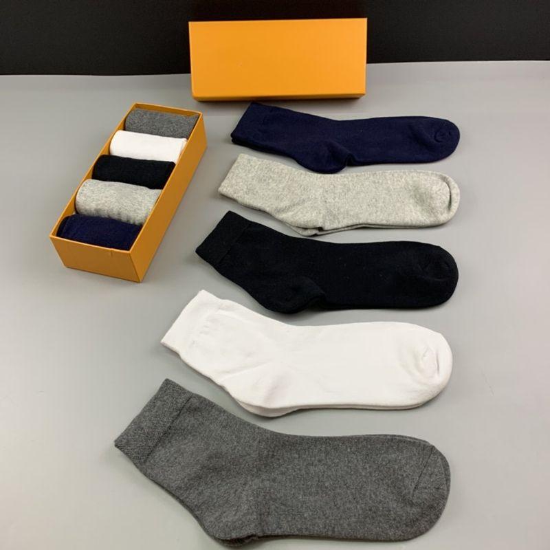 Erkek çorapları yeni Centilmen biçimsel çorap orta boy aşınmaya dayanıklı yumuşak erkek ve kadın pamuk spor jartiyer butik hediye kutusu