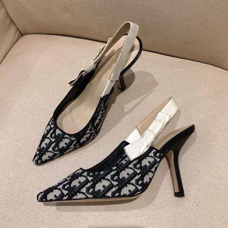 Sandales d'été Sandales pointues Toe Designer Sandales avec de beaux arcs Fashion High talon Haute Chaussures Chaussures Chaussures Stiletto Heel Stiletto Femme