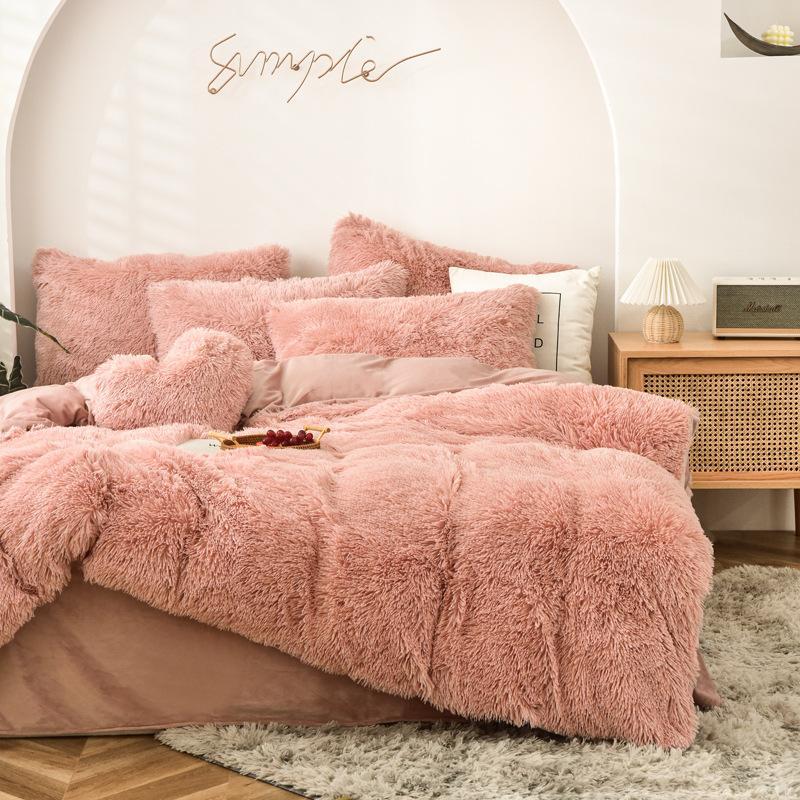 Vente chaude de quatre morceaux de literie en peluche chaleureuse King Queen Taille de la couette de luxe Coussin d'oreiller Couverture de couette Couvre-lit Couvre-lit Sets chics