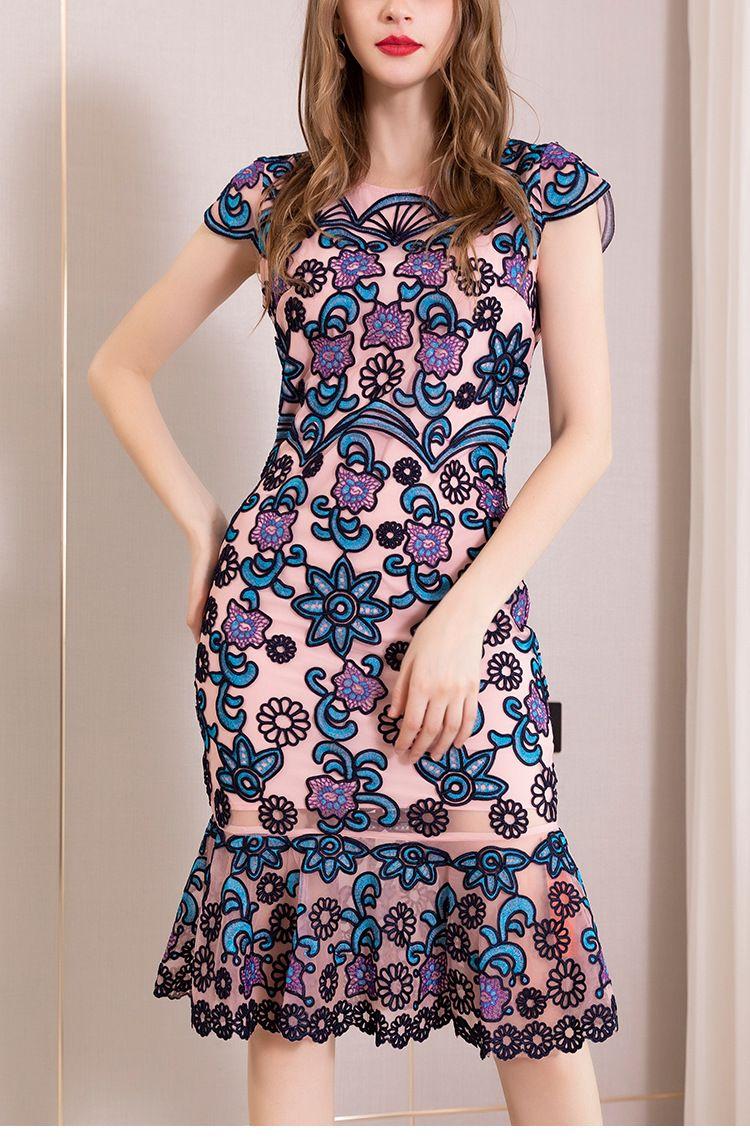 Mode femmes élégantes de trompette / sirène robes printemps et robe de broderie florale d'automne Lady O-cou à manches courtes