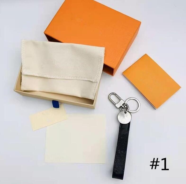 4 lettres de couleur de la chaîne de la chaîne vraie mode de mode de mode de la mode de mode porte-clés avec corde suspendue Chaîne de portefeuille portachiavi avec boîte
