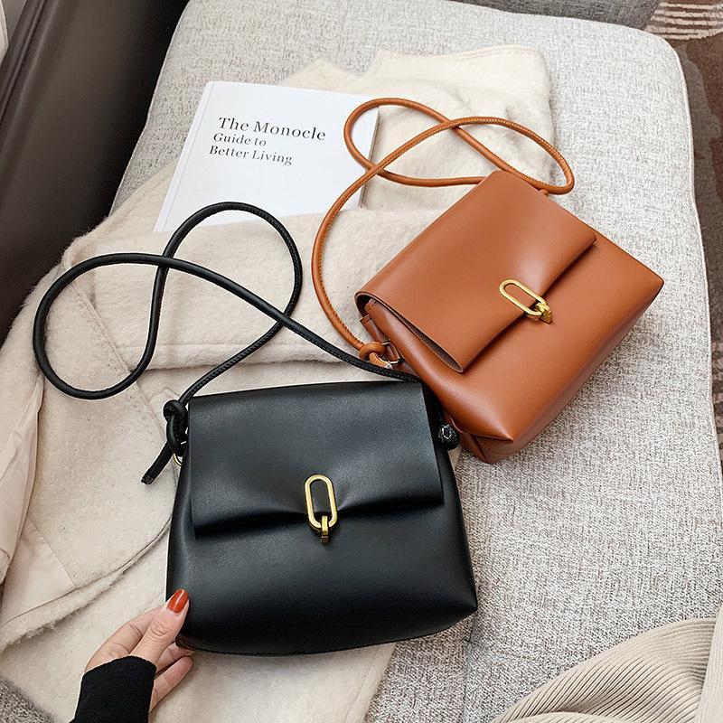 Маленький этот популярный посланник осенью и года 2021 плечо универсальная одна новая женская зимняя мода простая квадратная сумка Xbrfu