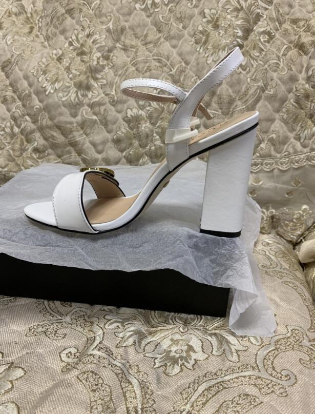 2021 Vente chaude Sandales de talons hauts Femmes Mode Noir Cuir Suisse En Cuir Sandale épais Chaussures de talon Filles Sandales Sexy Sexy Big Taille 9 # G09
