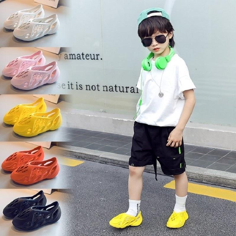 Дети Сандалии Новые Летние Мальчики Обувь Детские Девушки Клорировая Сплошные Удобные Резиновые Сандалии Beach Baby Малыш Детская Обувь T200430