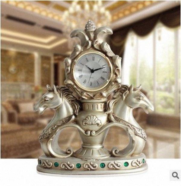 Estilo Europeu Tuda frete grátis criativa Ornamentos Relógio de mesa Cavalo Duplo Carving Resina Relógio de mesa Mute Quartz Desk Hwqk #