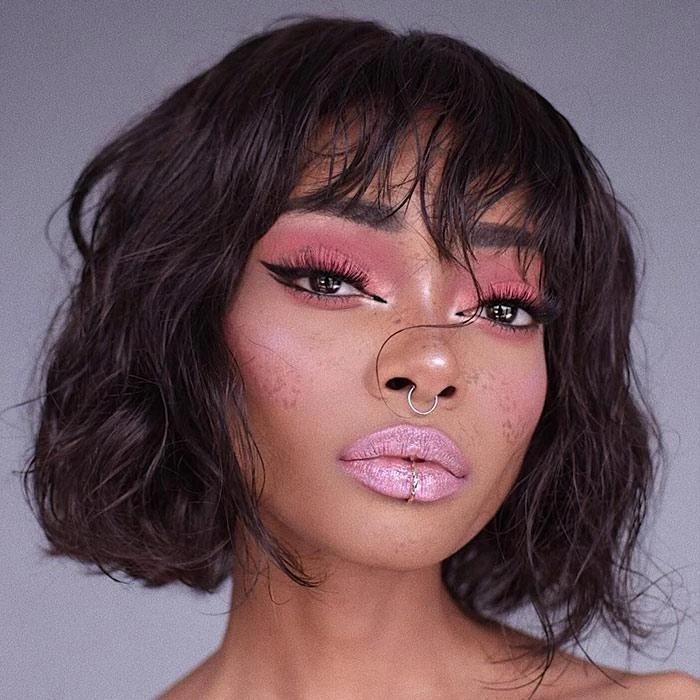 Modern Gösterisi Gevşek Dalga Peruk Perulu Remy İnsan Saç Dantel Ön Peruk Kadınlar Için Doğal Renk Tam Makine Bang Ile Peruk Yapılmış Peruk