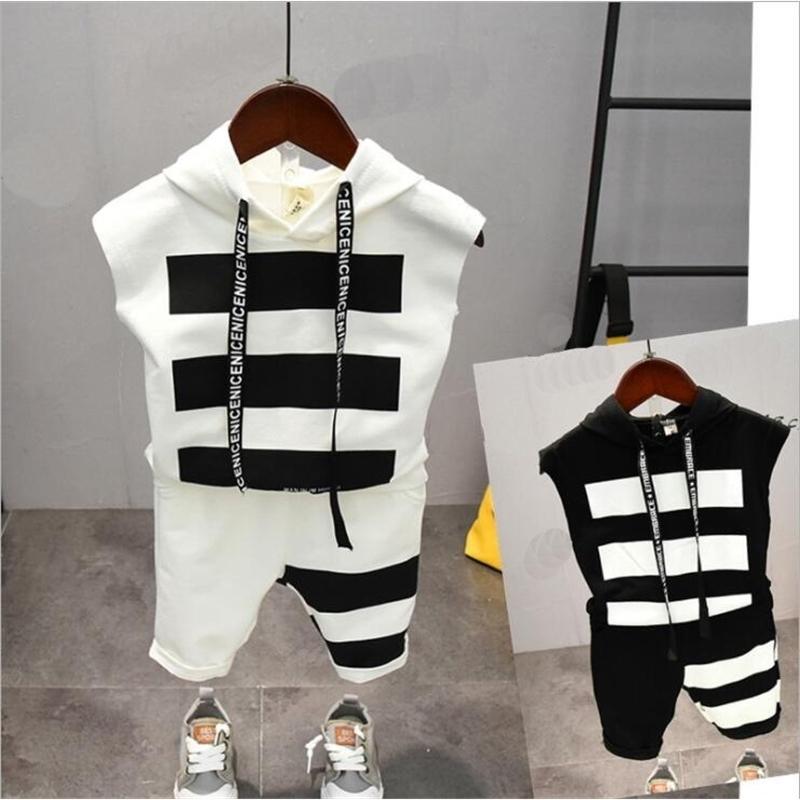 Bebek Erkek Giysileri Setleri Yaz Pamuk Mektup Baskılı Çocuk Setleri 2 adet T Gömlek + Şort Pantolon Çocuk Takım Elbise 2-6Years T200103