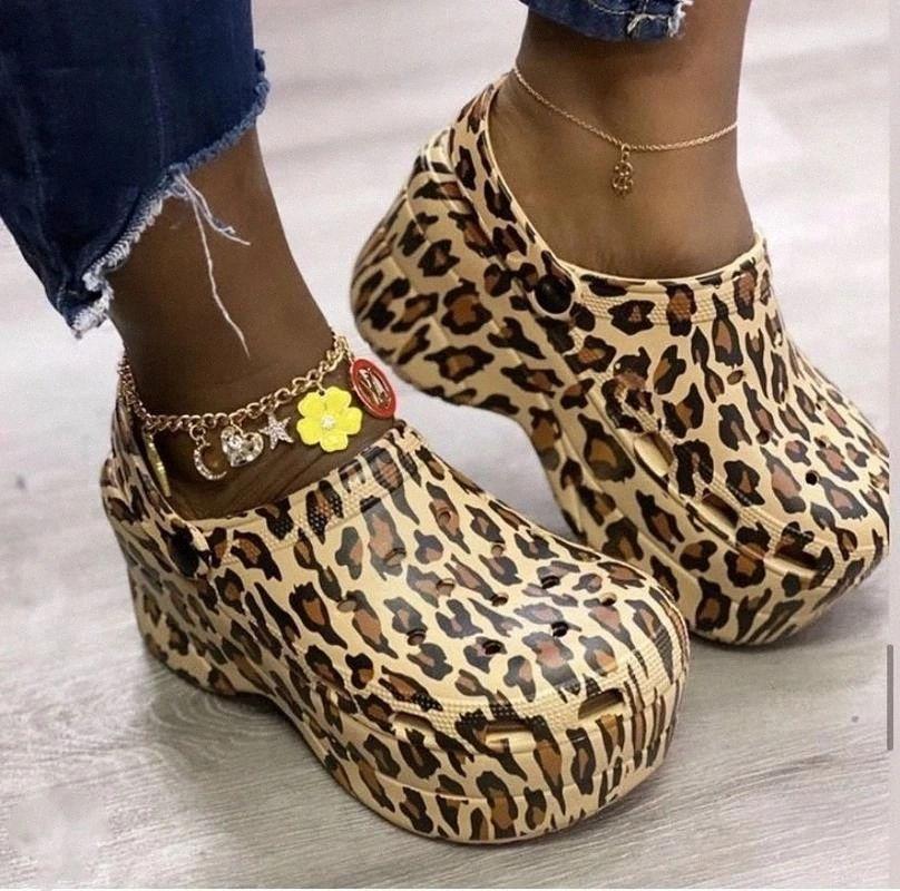 Sandals de chaussures Femme Clog 2021 Sandales de plate-forme Croc Garden Beach Pantoufles Slip ON pour Girl Beach Chaussures Diapositives de la mode en plein air # FT1H