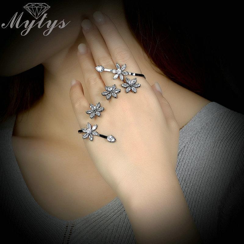 Mytys Brand Hand Palm Cuff Bracelet Black Gun Flower Cuff Bangles for Women New Design Handlets R1831 0930