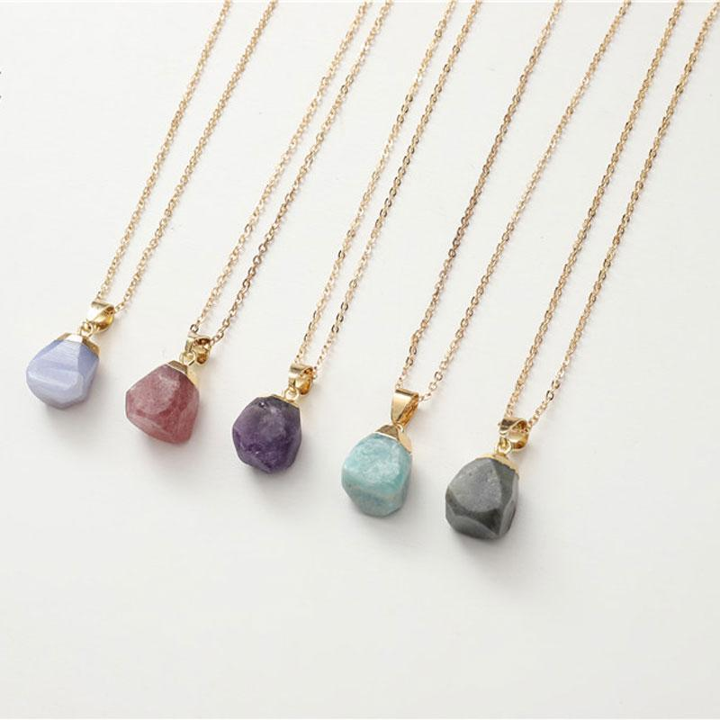 Creativo irregular diferente piedra de cristal natural curación colgantes colgantes con cadena chapada en oro mujeres joyería de moda