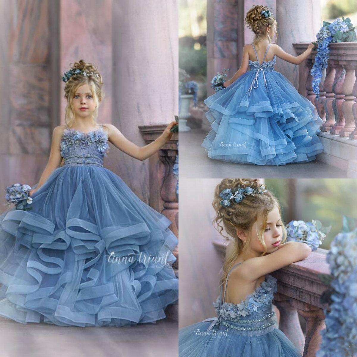 2021 Şirin Çiçek Kız Elbise İçin Düğün Spagetti Dantel Çiçek Aplikler Katmanlı Etekler Kız Pageant Elbise A Hattı Çocuk Doğum Abiye