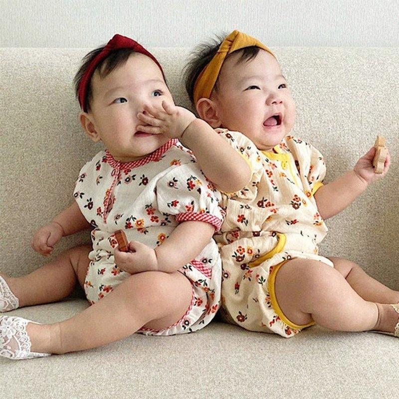 Été Vêtements de bébé coréen garçons Vêtements de bébé Set Tenues enfant en bas âge Vêtements fille Petite fleur T-shirt et shorts 2pcs 19ZL #