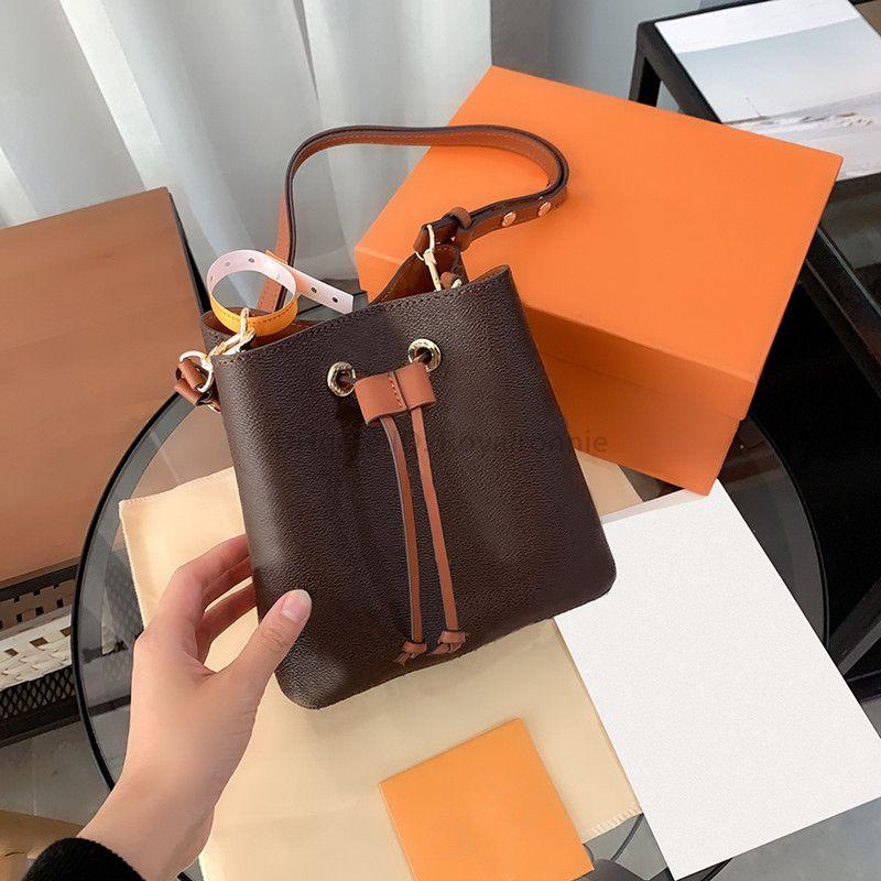 Luxurys Designers Sacs Fashion Femme Cross Corps Sac à main imprimé Dames Véritable Sac à bandoulière en cuir véritable 2021 Mini godets petits sacs à main