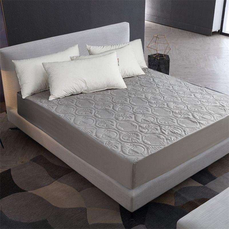 Cubierta acolchada impermeable Cubierta de colchón de color sólido Cubierta protectora de colchón a prueba de humedad Cubierta de almohadilla de cama tamaño reina a prueba de humedad 201218