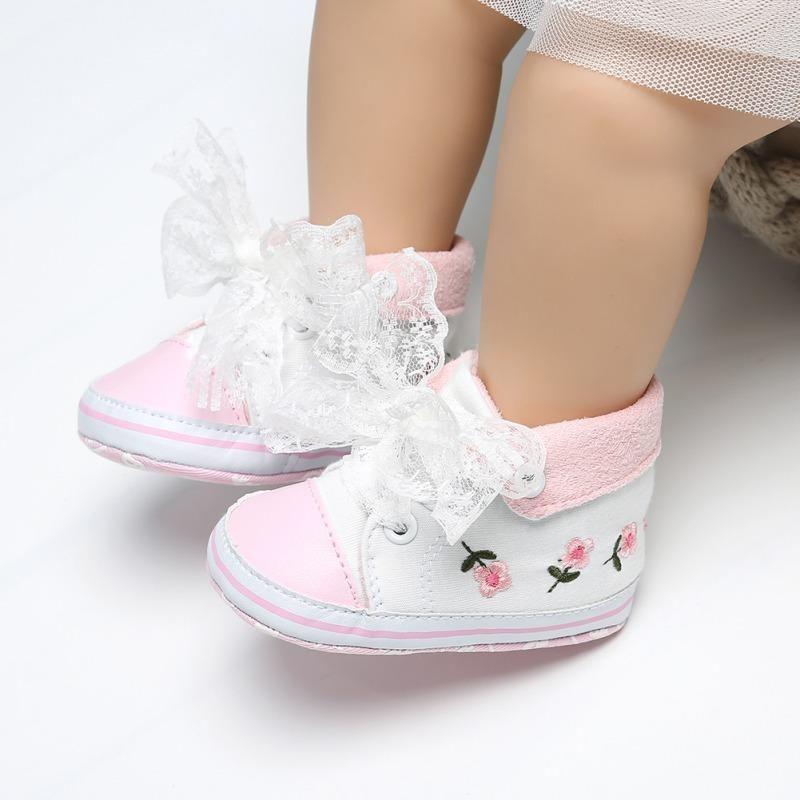 Chaussures bébé brodé de fleurs d'automne Bow dentelle bébé fille Chaussures coton souple Bas Première Walker Mode Princesse