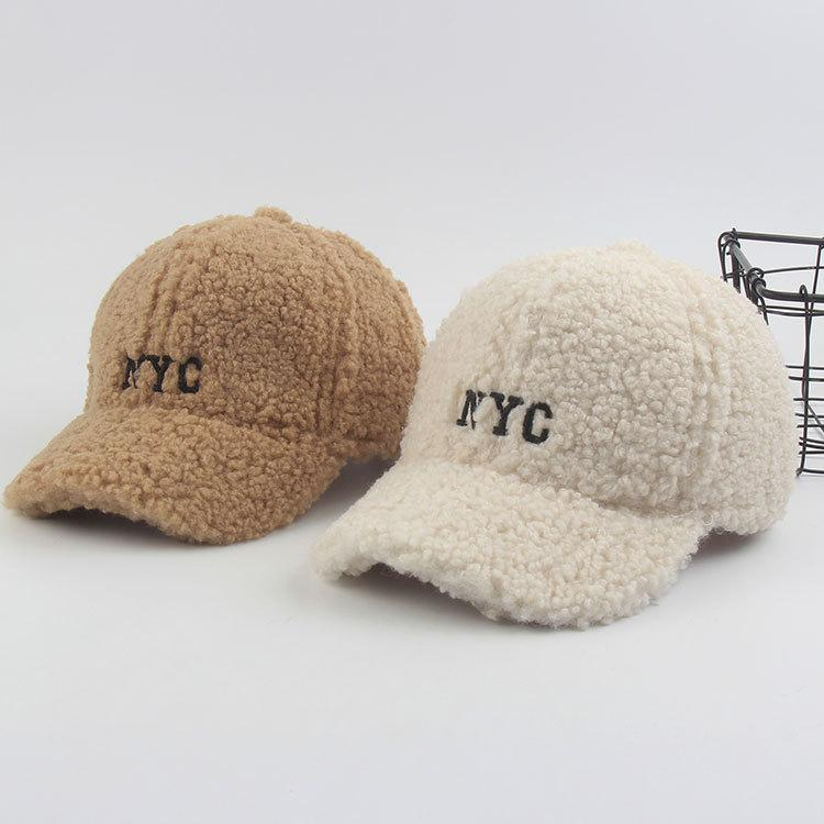 Off Koreaner Herbst- und Winterhut-Kindern verdicktes warmes Lamm-Haar-Baseballkappe Netter Plüsch-Buchstabe vielseitiger Student Capnh0w