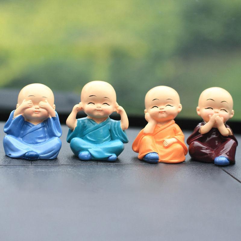 4pcs / set Kleiner Mönch, Figuren Dekoration Kunsthandwerk, Wohnkultur Kungfu Monks Abbildung Auto Ornament Buddha Boy Zubehör 1007